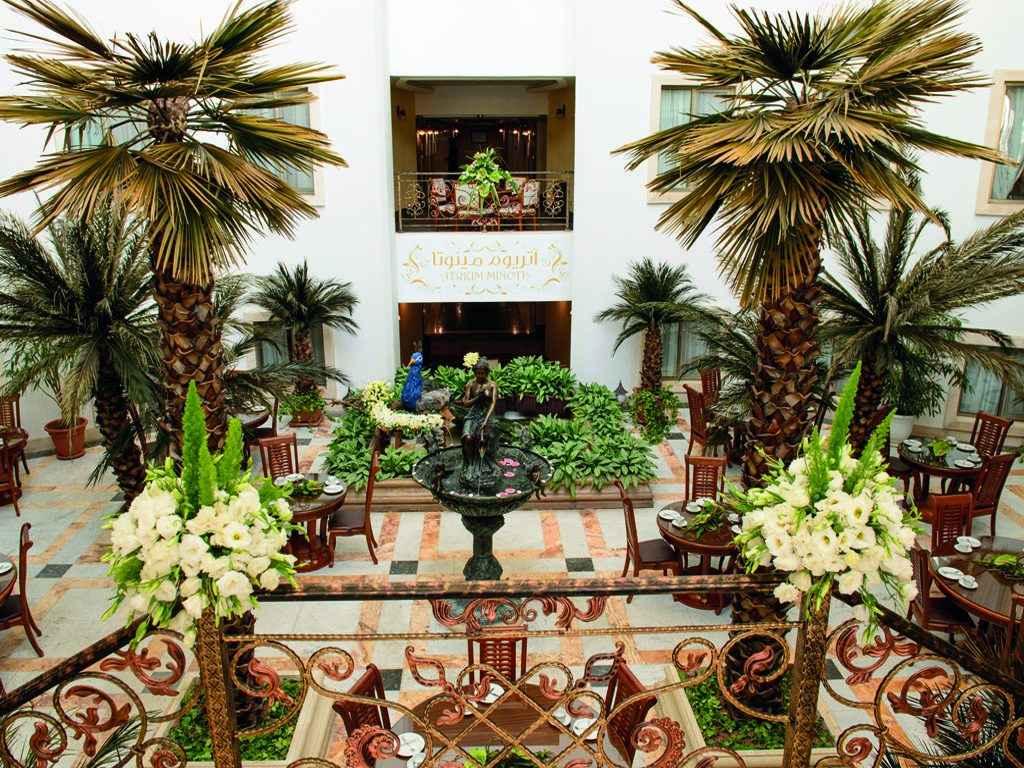 اتریوم هتل قصر طلایی