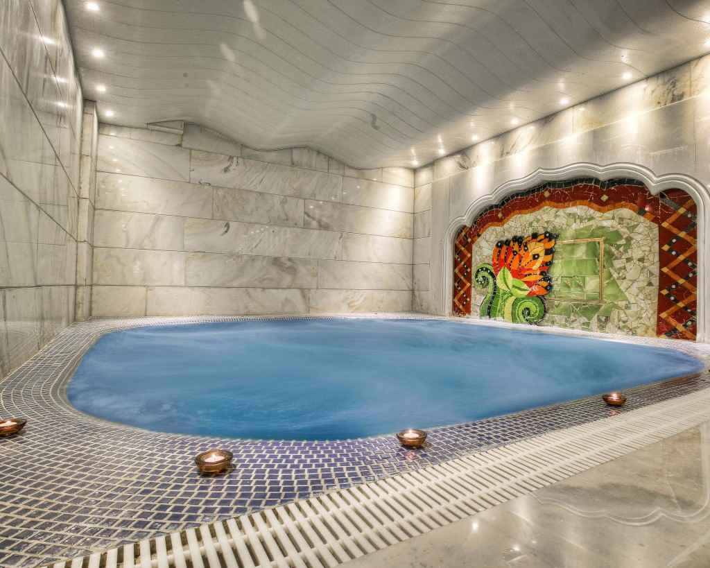 استخر هتل کیانا