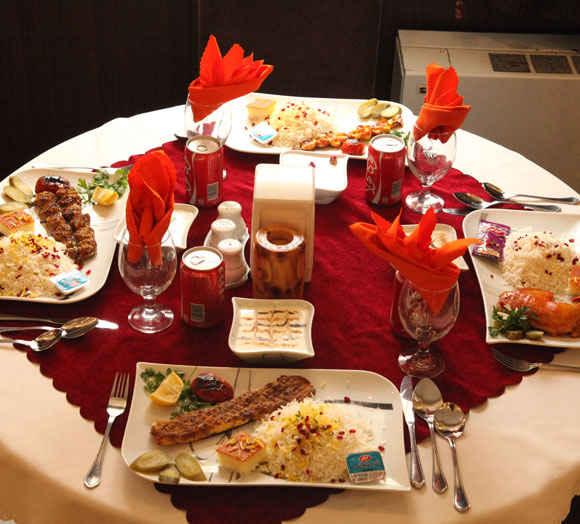 میز شام در هتل کوثر