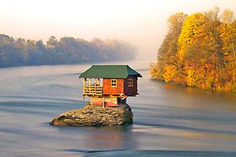 کلبه وسط رودخانه صربستان