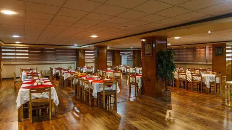 تور هوایی شیراز هتل ارم شیراز