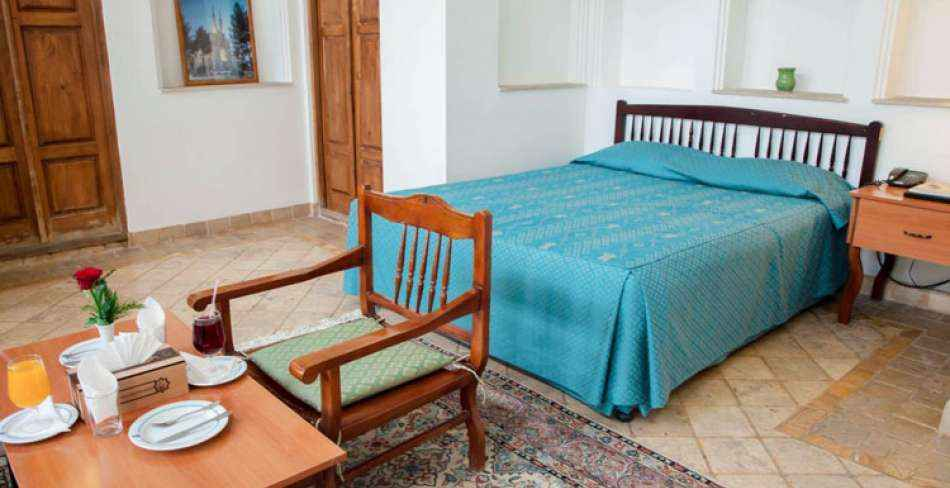 اقامت در هتل لاله یزد