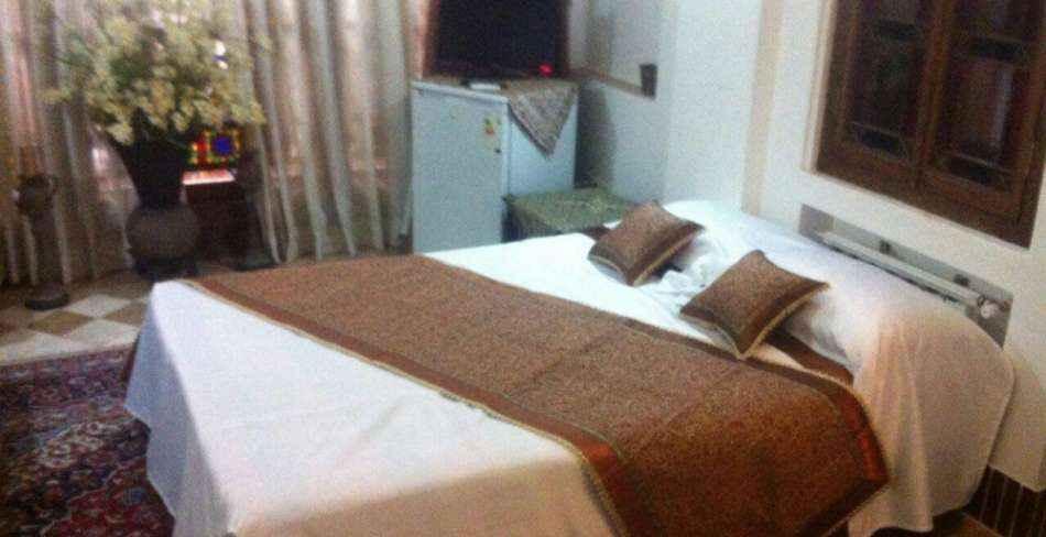 اقامت در هتل لب خندق یزد
