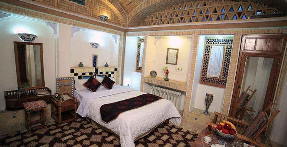 اقامت در هتل مشیرالممالک یزد