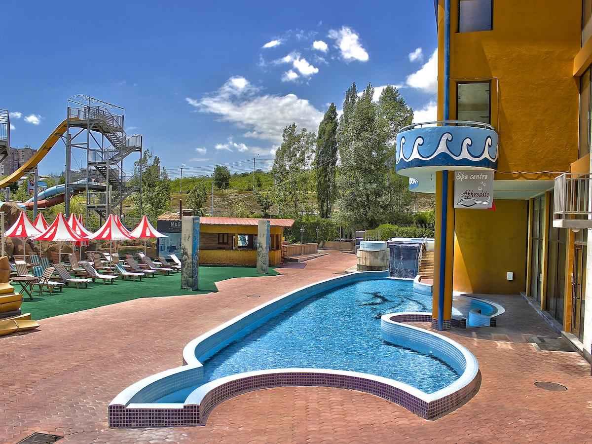 تور هوایی ارمنستان هتل آکواتک