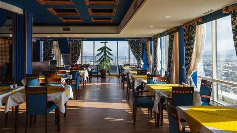 تور هوایی شیراز هتل چمران