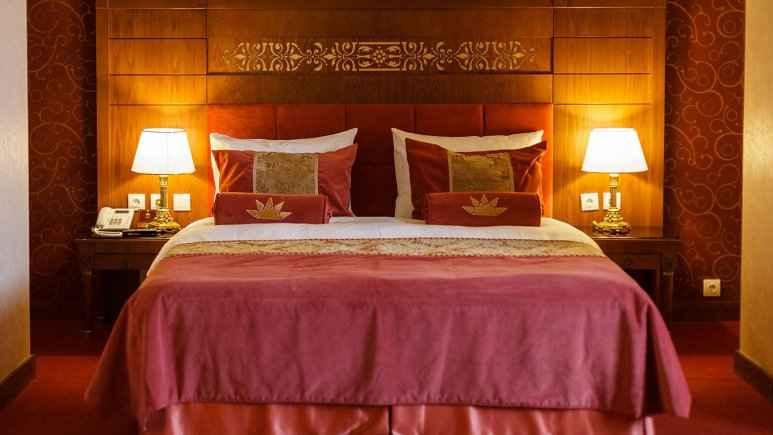 تور هوایی شیراز هتل زندیه