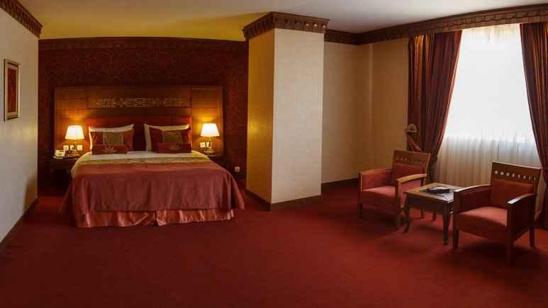 اقامت در هتل زندیه شیراز