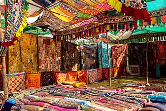 بازار محلی آنجونا