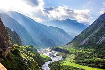 دره های کوههای گرجستان