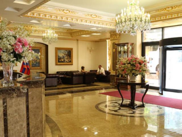 اقامت در هتل رویال پلازا