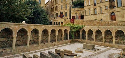 مقبره های شهر قدیمی باکو