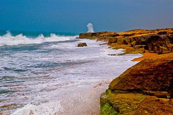 ساحل صخره ای چابهار