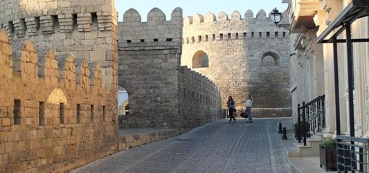 دیوارهای شهر قدیمی باکو