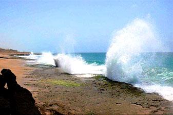 موج ساحل صخره ای چابهار
