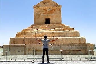 جاهای دیدنی شیراز | مقبره کوروش