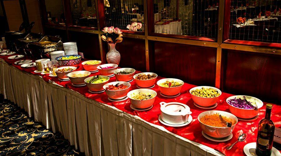 نهار در رستوران هتل پارس کرمان