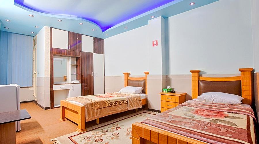 اتاق 2 هتل آرمان قشم