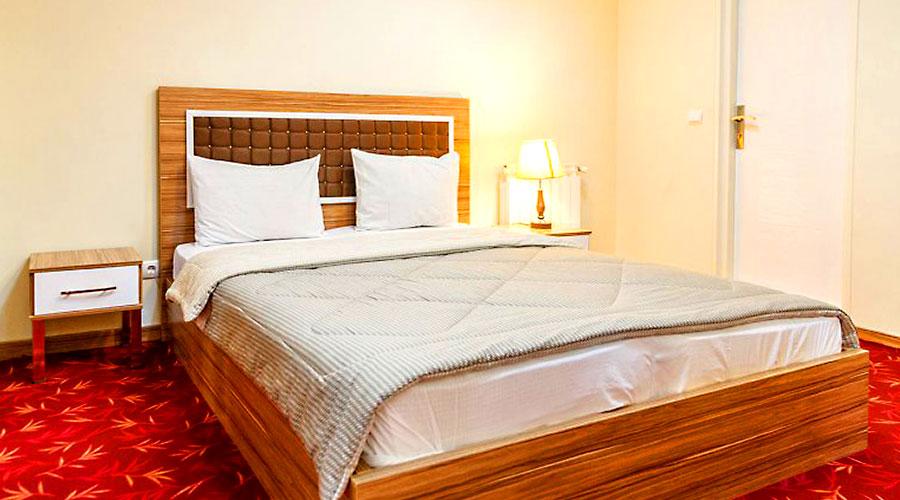 اتاق 4 هتل بهبود تبریز