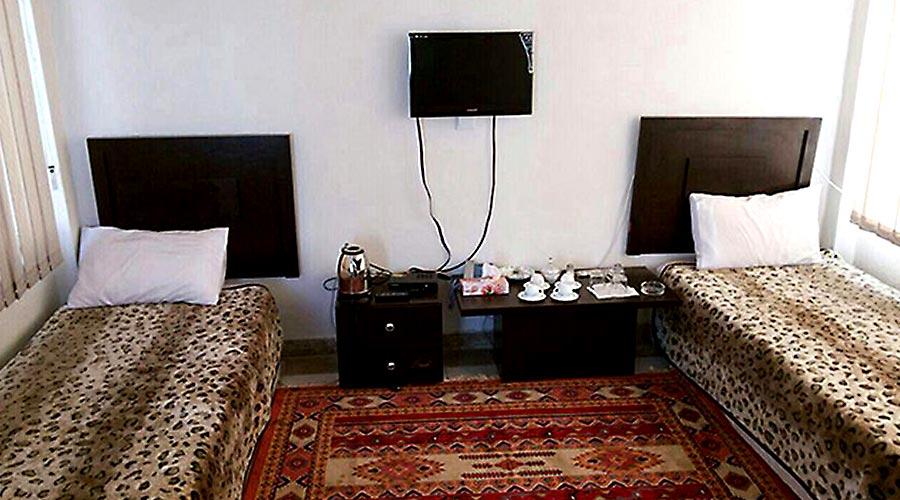 اتاق 1 هتل ایران زمین قشم