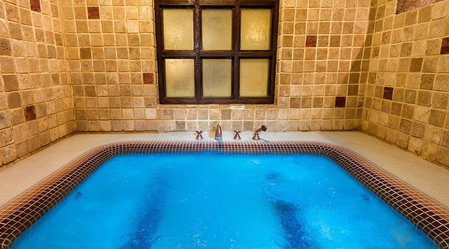 جکوزی هتل صخره ای لاله کندوان