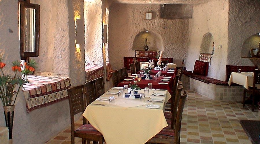 رستوران 1 هتل صخره ای لاله کندوان