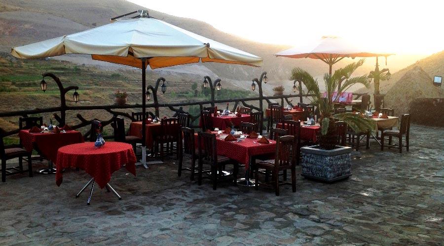 رستوران 4 هتل صخره ای لاله کندوان