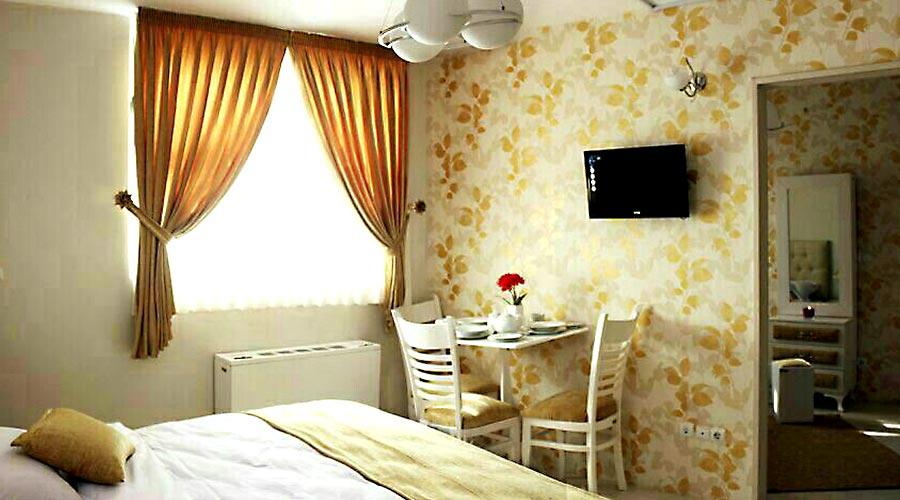 اتاق 2 هتل سعدی مشهد