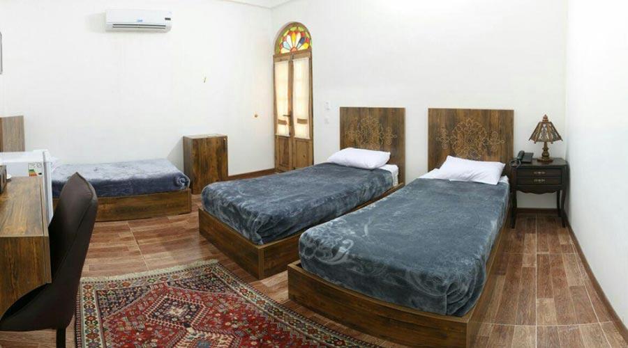 اتاق 4 هتل فاضلی یزد