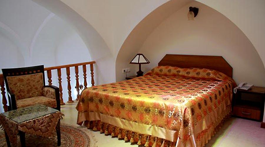 اتاق 2 هتل مظفر یزد