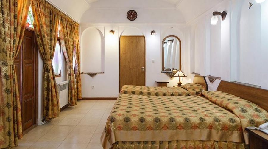 اتاق 4 هتل مظفر یزد