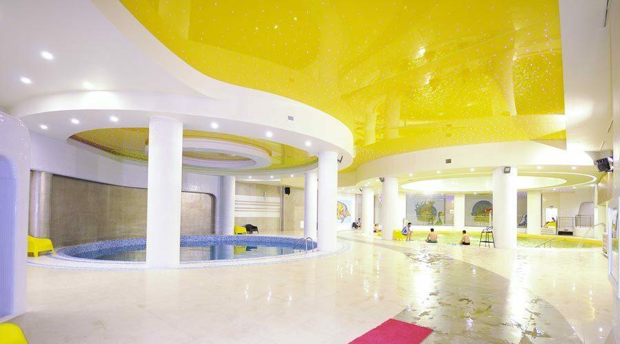 محیط آبدرمانی هتل رویال پارک سرعین