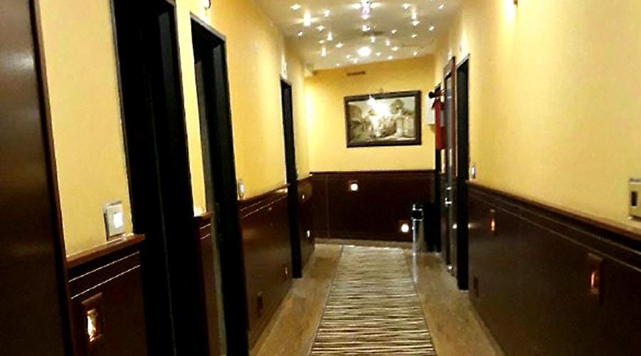 راهرو هتل تاج مشهد