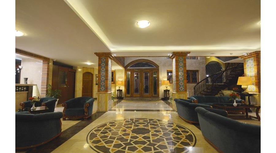 ورودی هتل ارگ شیراز