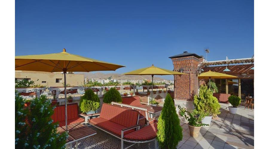 کافه بام هتل ارگ شیراز