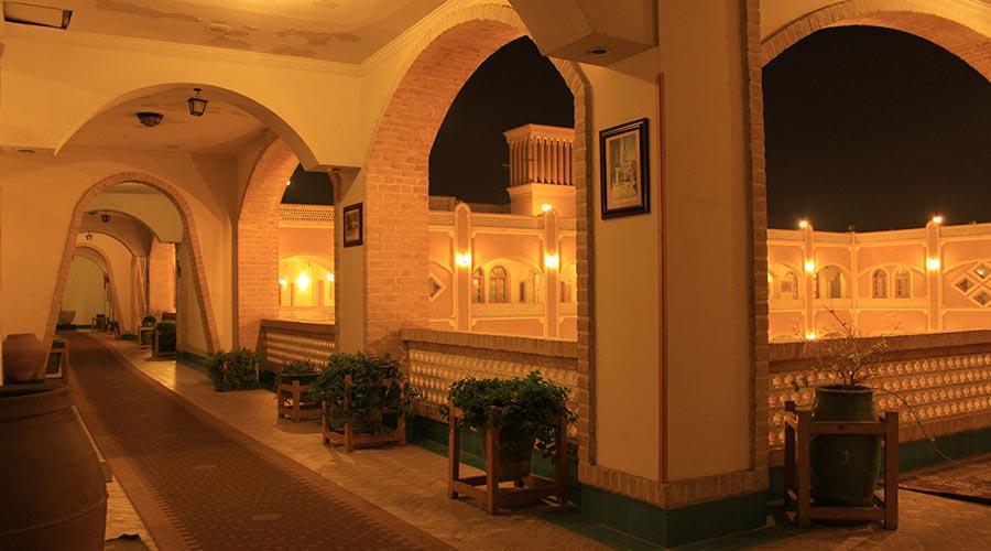 راهرو 3 هتل داد یزد