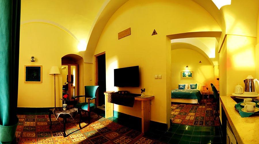 اتاق 8 هتل داد یزد