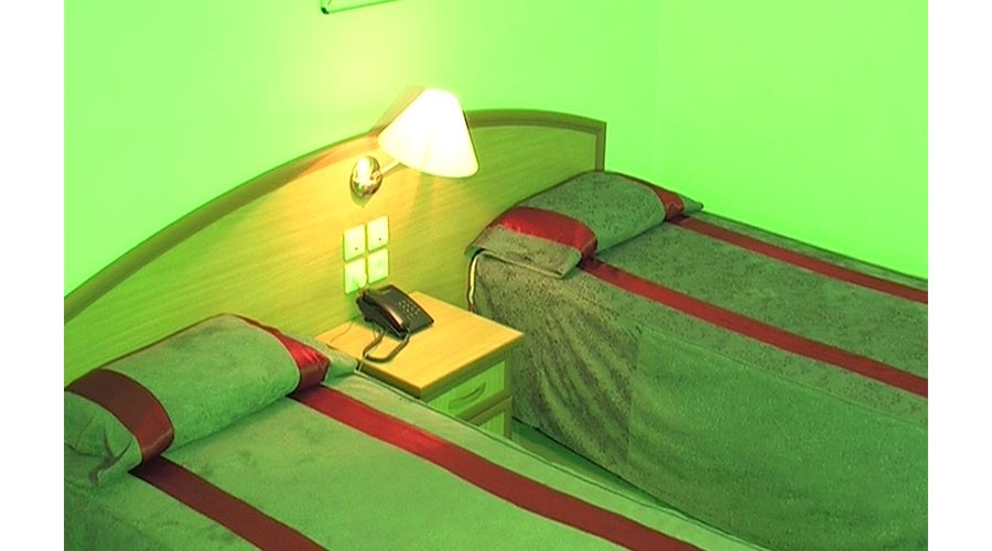 اتاق 4 هتل ارم شیراز
