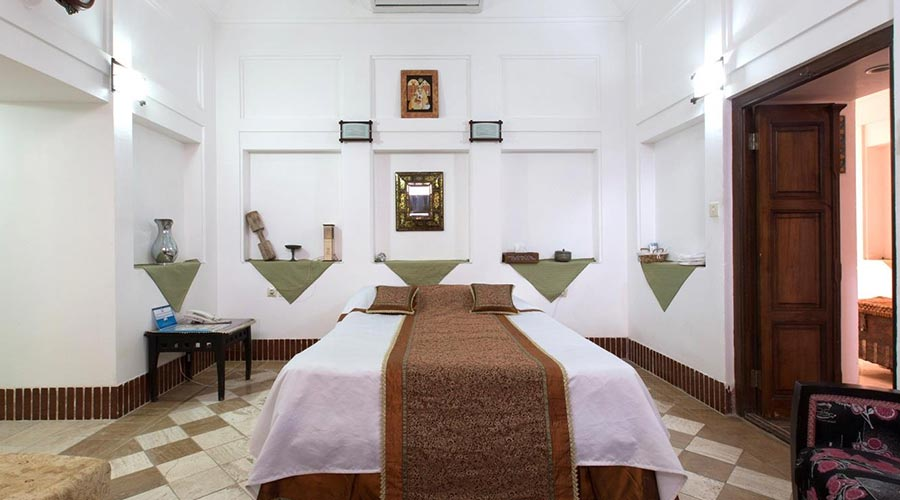 اتاق 1 هتل لب خندق یزد