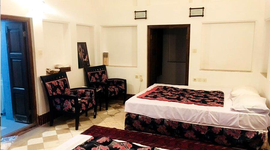 اتاق 2 هتل لب خندق یزد