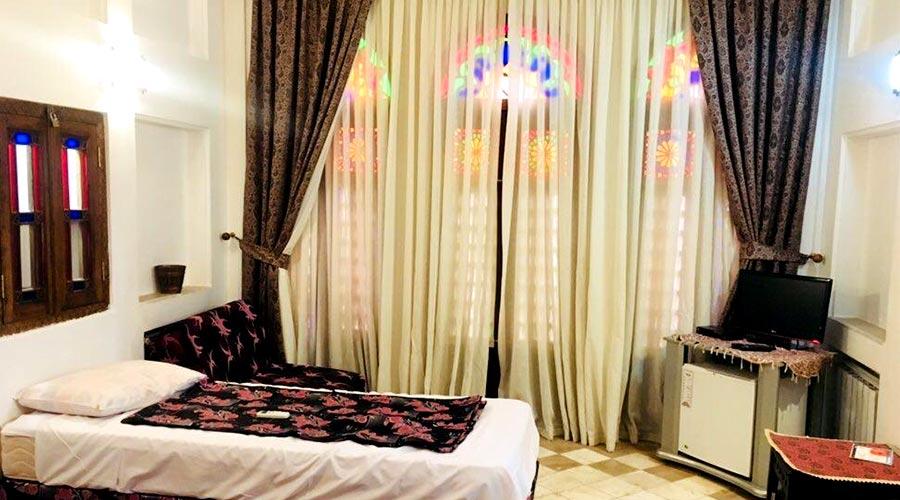 اتاق 3 هتل لب خندق یزد