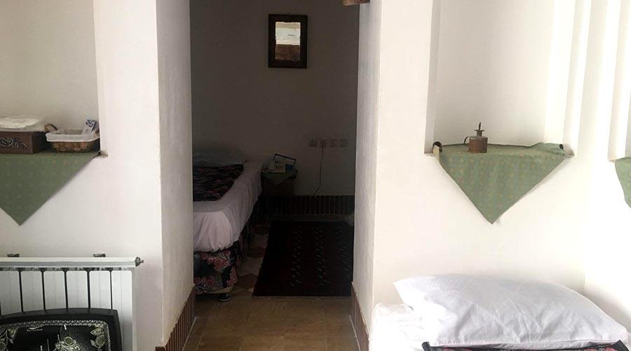 اتاق 5 هتل لب خندق یزد