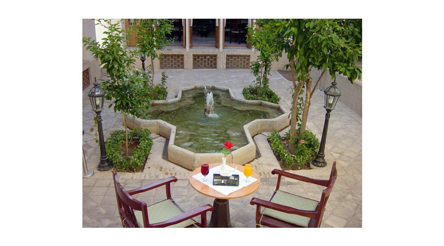نارنجستان هتل لاله یزد