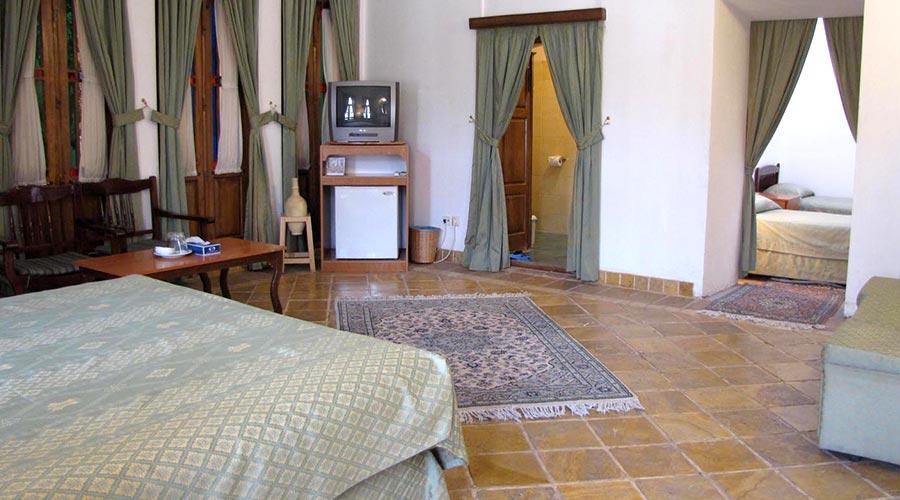 اتاق 4 هتل لاله یزد