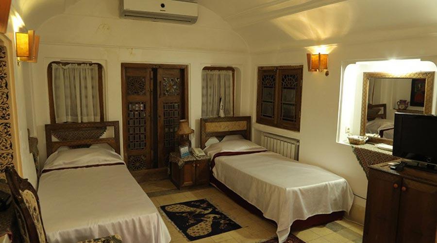 اتاق 4 هتل مهر یزد