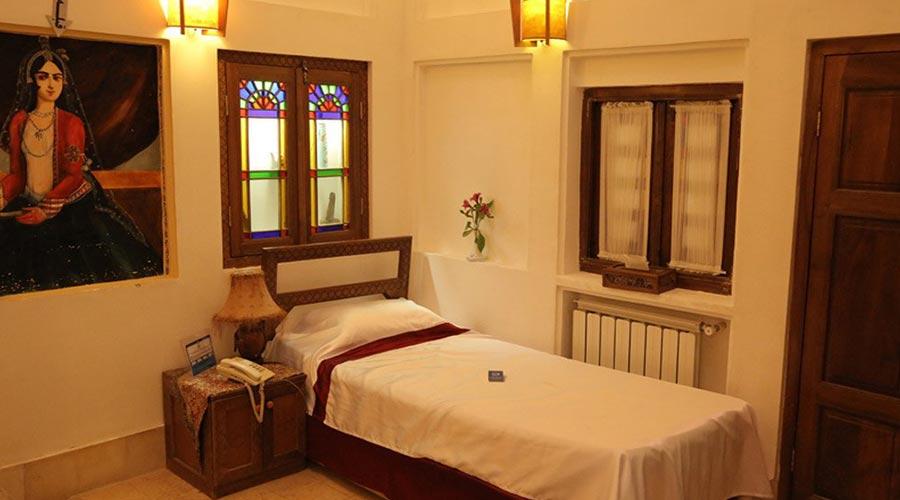 اتاق 5 هتل مهر یزد