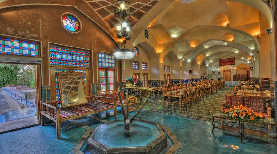 کافی شاپ هتل مشیر الممالک یزد