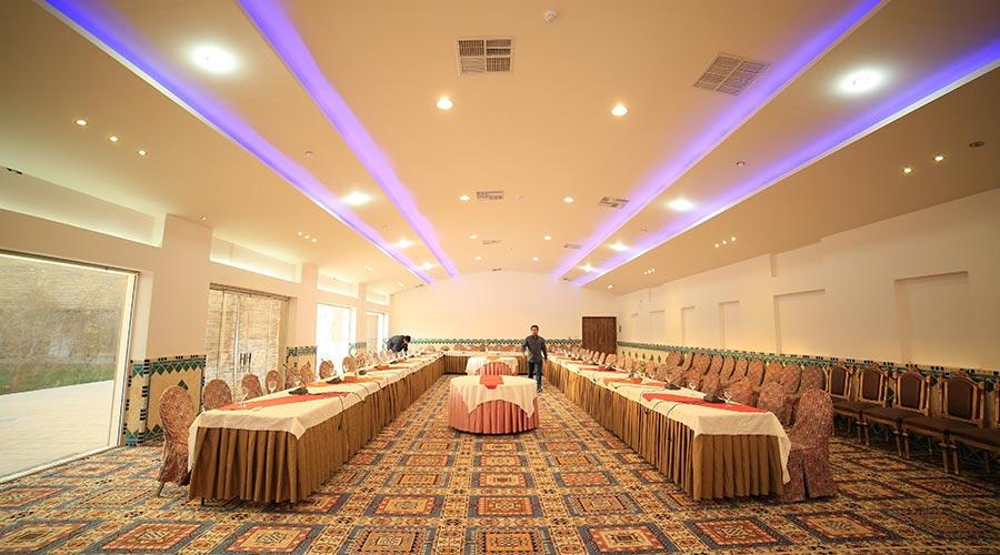 اتاق کنفرانس هتل مشیر الممالک یزد