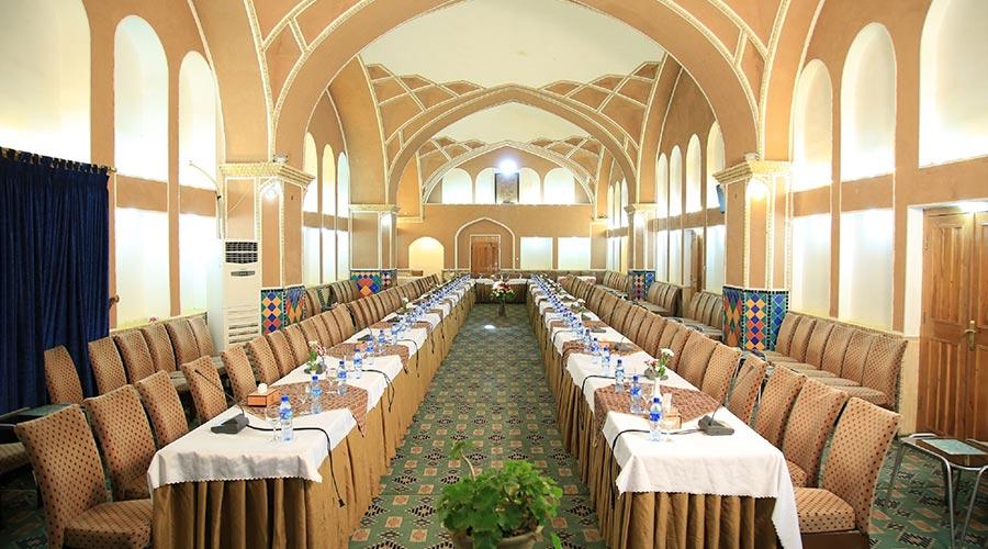 سالن کنفرانس هتل مشیر الممالک یزد
