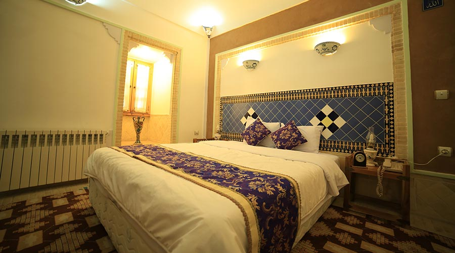 اتاق 2 هتل مشیر الممالک یزد